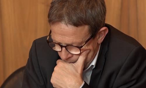 Wolfsburgs Oberbürgermeister Klaus Mohrs zeigt sich entsetzt über die Situation im Pflegeheim.