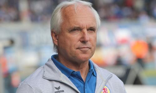 Eintrachts Sportdirektor Peter Vollmann sieht mit dem Maßnahmenpaket des DFB in der Coronakrise auch Probleme auf die Vereine zukommen.