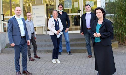Dr. Carola Reimann (re.) besuchte das Unternehmen auf dem Science Campus Braunschweig-Süd. Mit dabei: Dr. Thomas Schirrmann, Dr. André Frenzel, Annette Schütze, Prof. Dr. Michael Hust und Dr. Christos Pantazis.