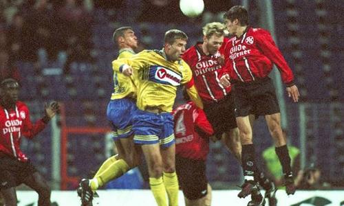 1:1 im Derby am 09. November 1997 (vl.): Sven Boy und Löwenkapitän Thomas Pfannuch gegen Hannovers Carsten Linke und Markus Kreuz.