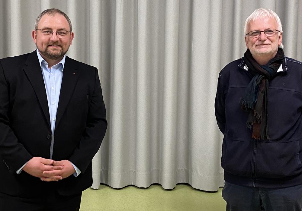 Jan Fricke (li.) und Klaus Wenzel mit dem nötigen Mindestabstand.
