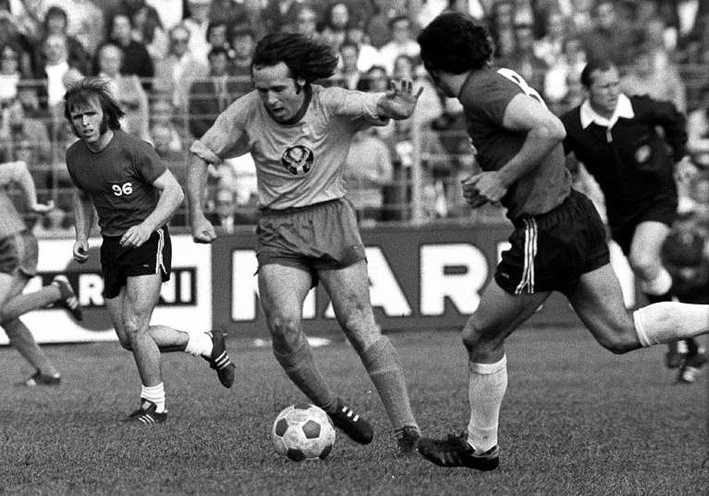 26. Mai 1973: Ludwig Brüdl beim 3:2-Sieg im Derby gegen Hannover am Ball.