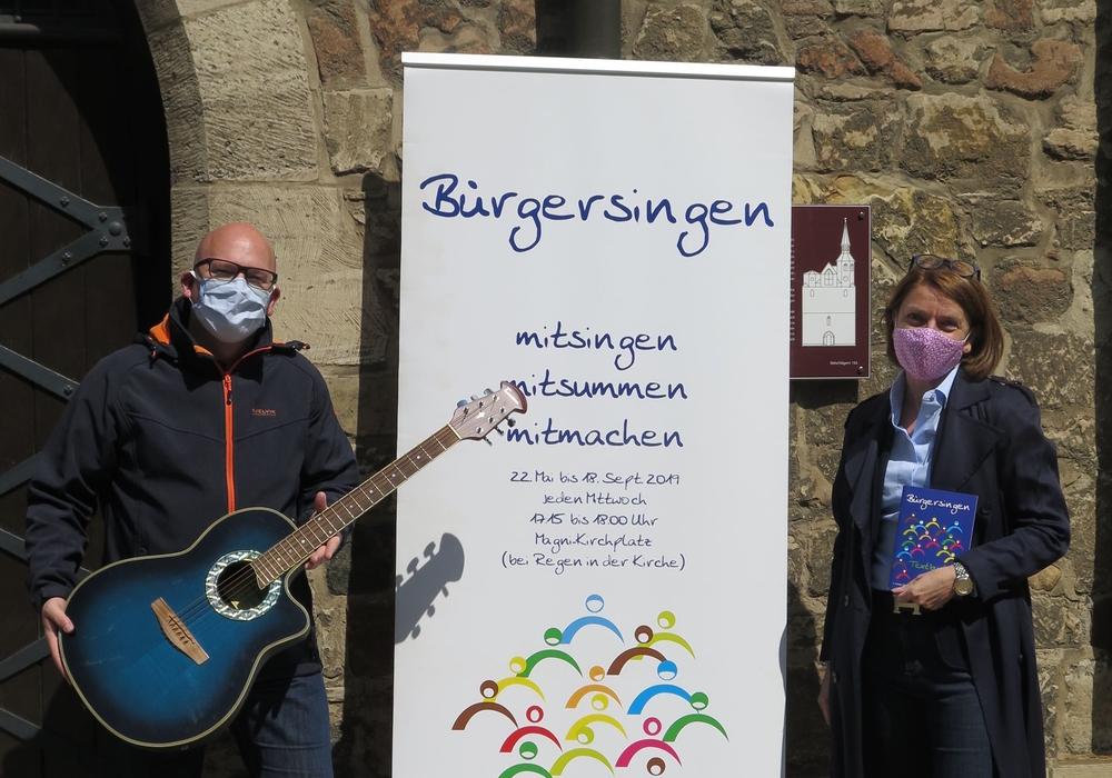Pastor Henning Böger, Pastor der Ev.-lth. Kirchengemeinde St. Magni und Andrea Reinhart, Vorstandsmitglied der Bürgerstiftung vor St. Magni.