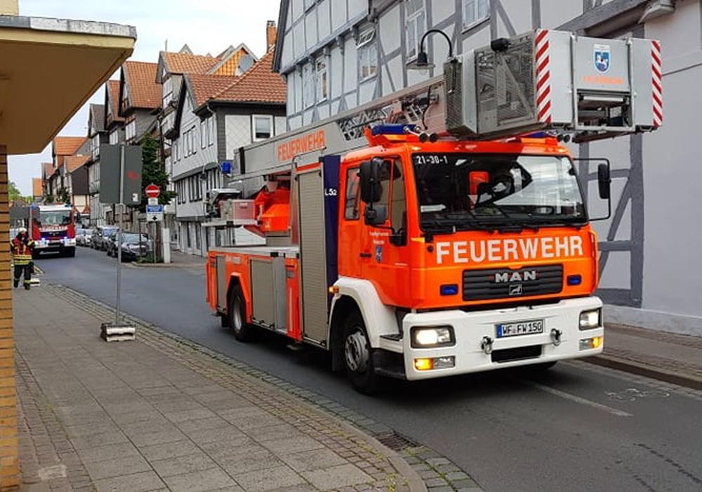 Die Feuerwehr durchsuchte die engen Gassen der Wolfenbütteler Altstadt.