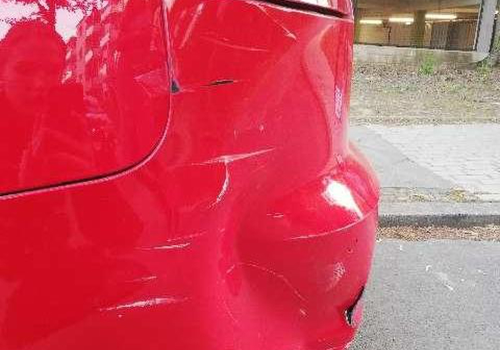 Der beschädigte Audi.