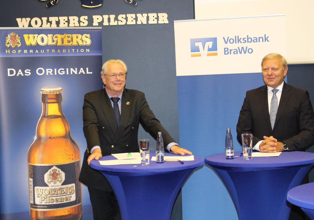 Von links: Peter Lehna, Geschäftsführer von Wolters, daneben Jürgen Brinkmann Vorstandsvorsitzender der Volksbank BraWo.