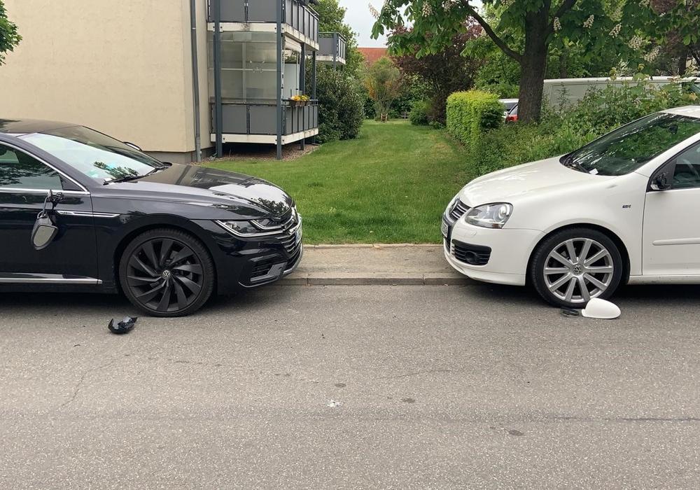 Die beschädigten Autos.