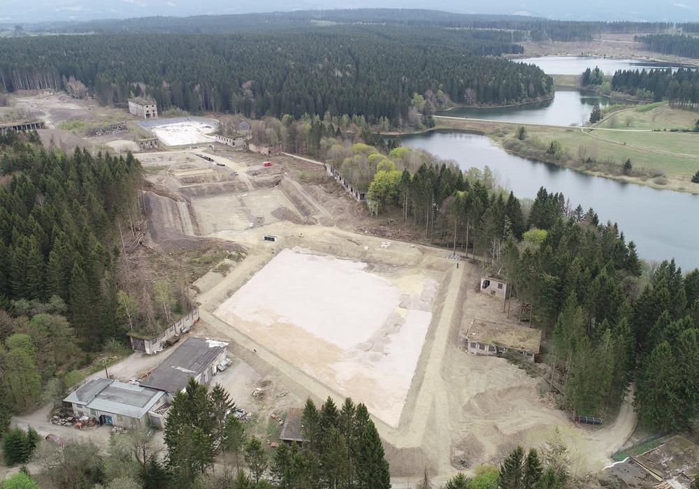 """Große Fortschritte konnten auf dem Gelände der ehemaligen Sprengstofffabrik """"Werk Tanne"""" bei Clausthal-Zellerfeld erzielt werden. Das Pflanzenklärbecken sowie das Rückhaltebecken sind bereits weit fortgeschritten."""