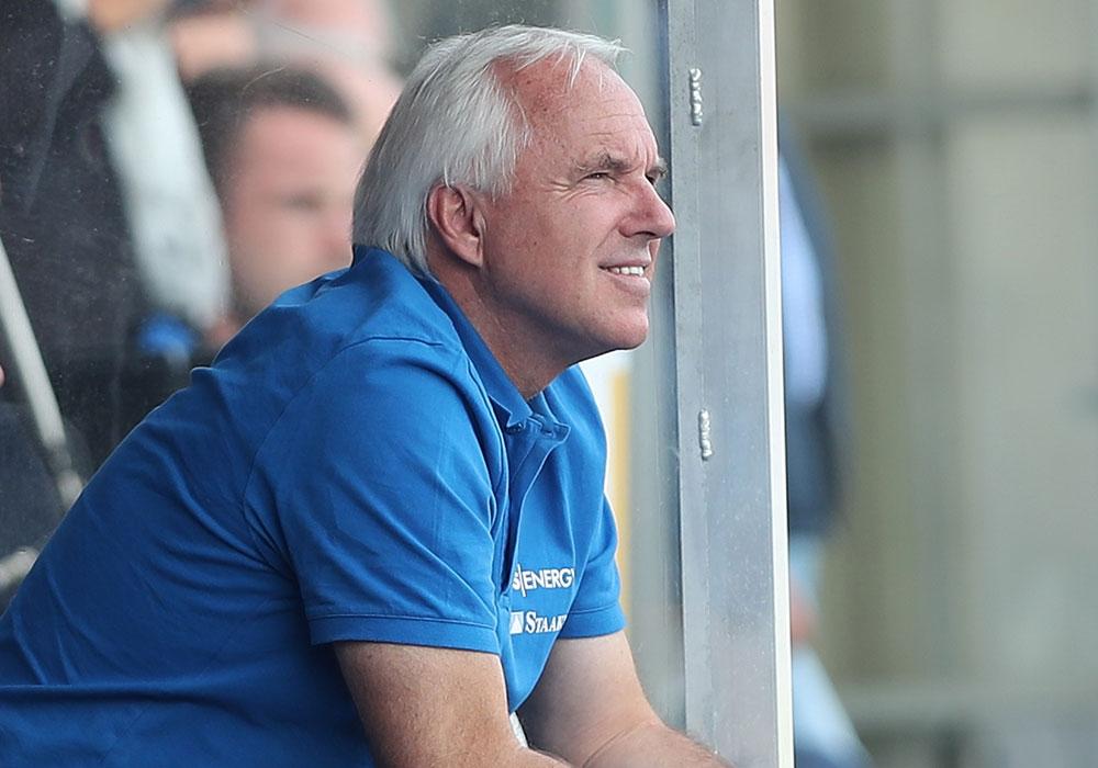 Eintrachts Sportdirektor Peter Vollmann hofft auf eine schnelle Wiederaufnahme des Teamtrainings.