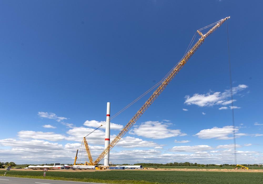 Sieben über 200 Meter große Windräder werden in Drütte errichtet, um auf grüne Art und Weise Wasserstoff für die Salzgitter AG zu erzeugen.