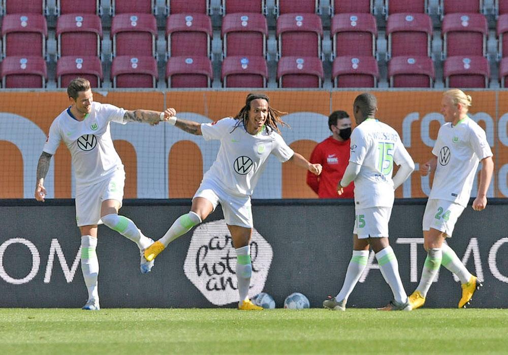 Später Jubel: Daniel Ginczek, Kevin Mbabu, Jerome Roussilon, Xaver Schlager feiern den 2:1-Siegtreffer in der Nachspielzeit.