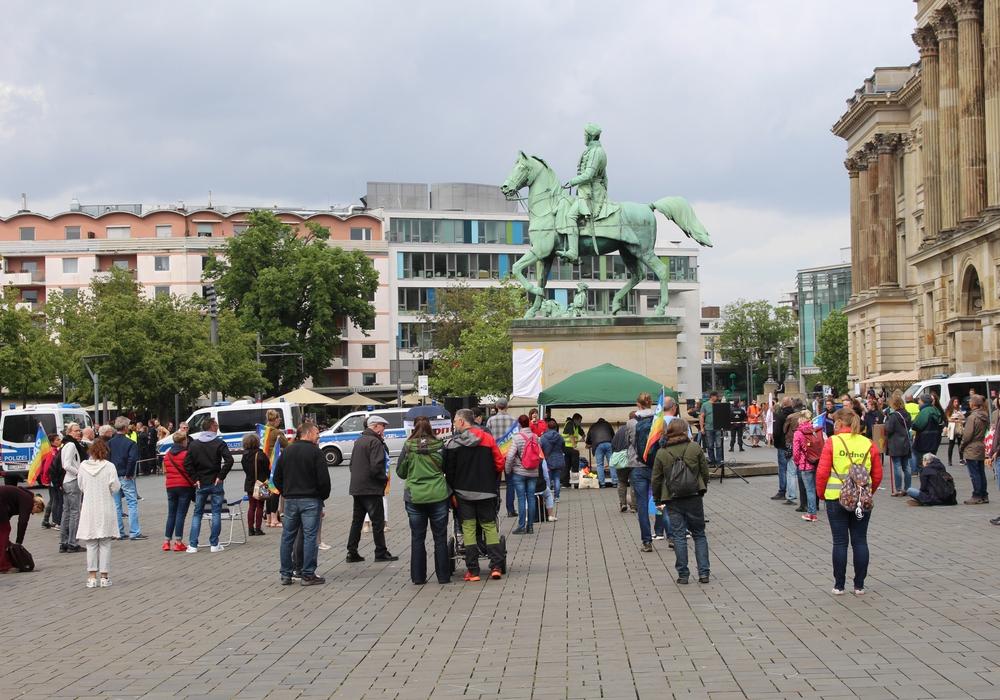 Anders als bei den Kundgebungen gegen die Corona-Maßnahmmen wie hier im Frühjahr auf dem Schlossplatz rechnet die Polizei mit mehreren hundert Teilnehmern.