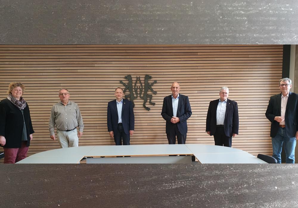 Die Spitzen von SPD Kreistagsfraktion und der Gruppe SPD/Grüne im Stadtrat Peine trafen sich mit Bürgermeister Klaus Saemann und Landrat Franz Einhaus.