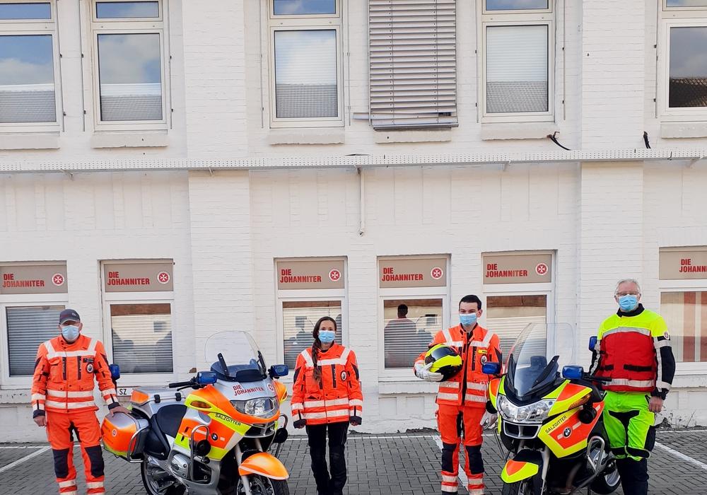 Endlich wieder Asphalt unter den (Motor)Rädern: Rüdiger Schierding, Sabine Symietz, Nico Müller und Karsten Knocke von der ehrenamtlichen Motorradstaffel (von links).