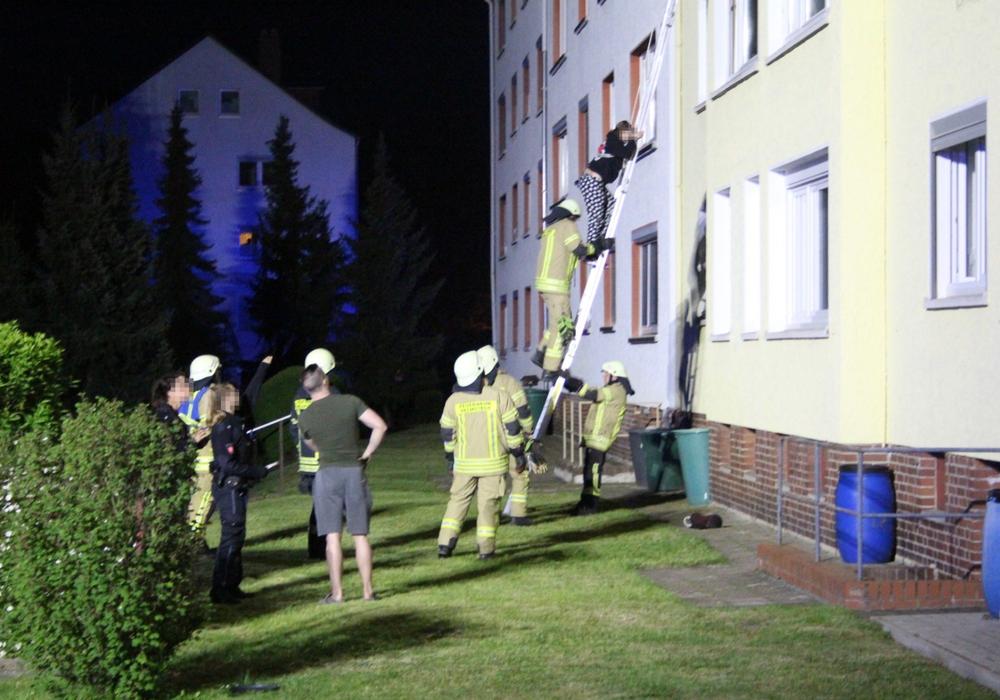 Die Rettung erfolgte über Leitern.