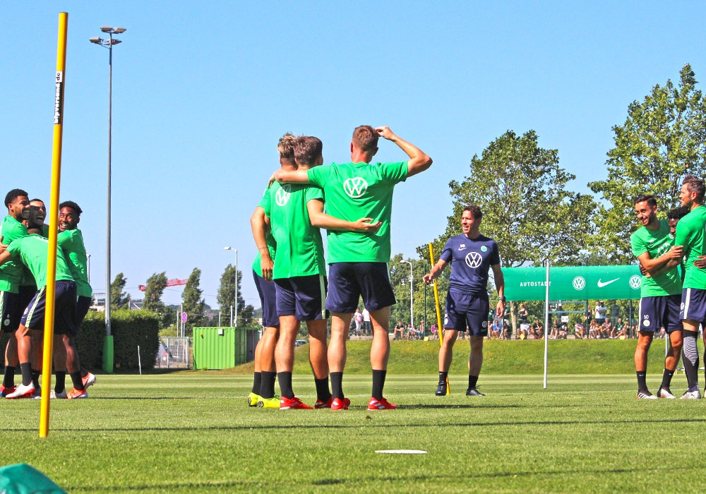 Nur in kleinen Gruppen: Der VfL Wolfsburg befindet sich seit Dienstag wieder im Mannschaftstraining.