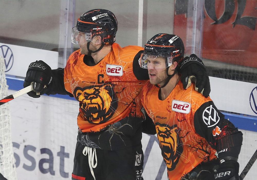 Sebastian Furchner und Garrett Festerling beim Sieg gegen München Ende Oktober.