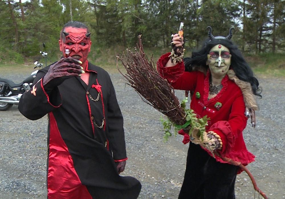 Schon im Jahr 2020 mussten Teufel und Hexe allein anstoßen. (Archivbild)