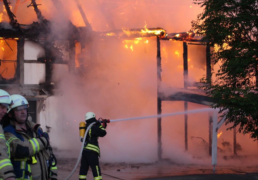 Ende Mai brannte ein Fachwerkhaus in Grasleben ab. Hat dies etwas mit der VW-Abhöraffäre zu tun?