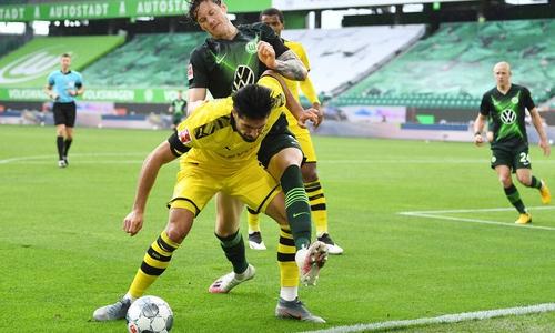 Knackig in den Zweikämpfen: Wout Weghorst gegen den eingewechselten Emre Can.
