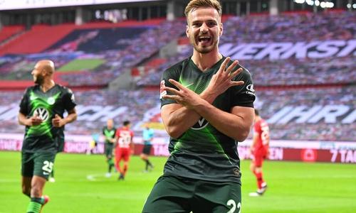 Doppelpacker Marin Pongracic bejubelt seinen zweiten Treffer.