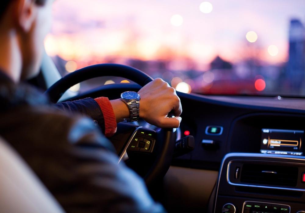 Wer sein Auto zulassen möchte, muss auch weiterhin einen Termin machen. Symbolbild.
