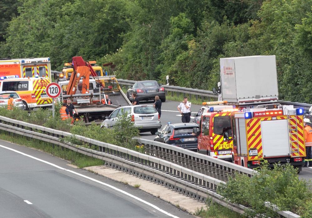 Drei Fahrzeuge waren an dem Unfall beteiligt.