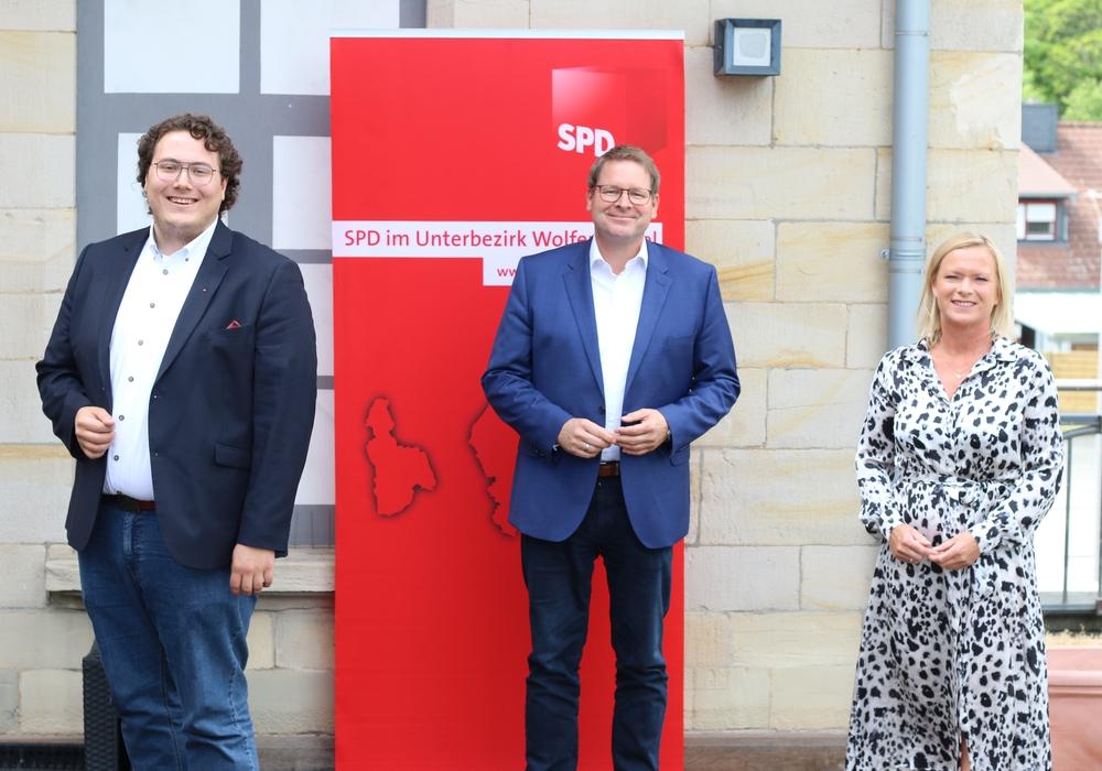 SPD-Unterbezirks-Vorsitzender Marcus Bosse präsentierte Lennie Meyn und Dunja Kreiser als parteiinterne Bewerber auf die Bundestagskandidatur 2021.