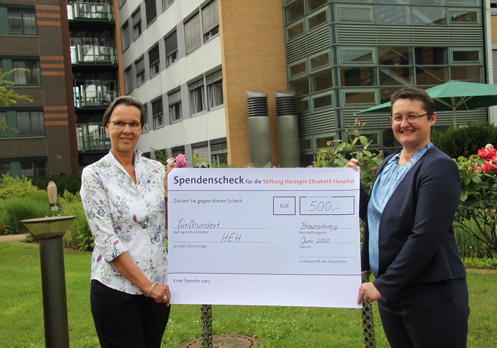 v. l. n. r.: Beate Baumann, Monika Skiba, Geschäftsführerin des HEH.
