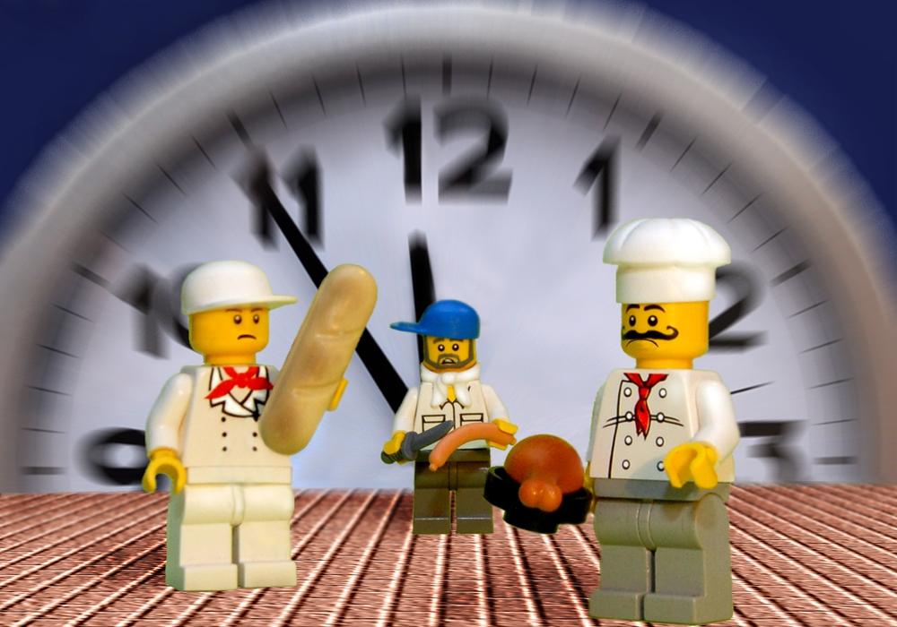 Fünf vor zwölf: Im Lebensmittel- und Gastgewerbe haben viele Beschäftigte einen befristeten Arbeitsvertrag. Die NGG fordert, Jobs auf Zeit per Gesetz einzuschränken.