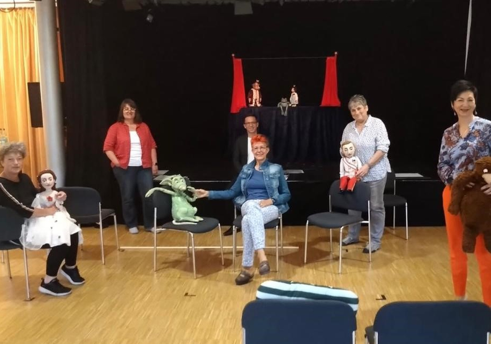 Die Abgeordneten Glosemeyer und Mohrs besuchten mit Hanna Naber das Figurentheater.