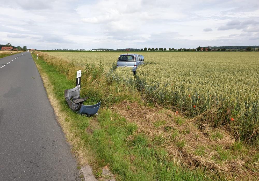 Das Auto kam in einem Kornfeld zum Stehen.