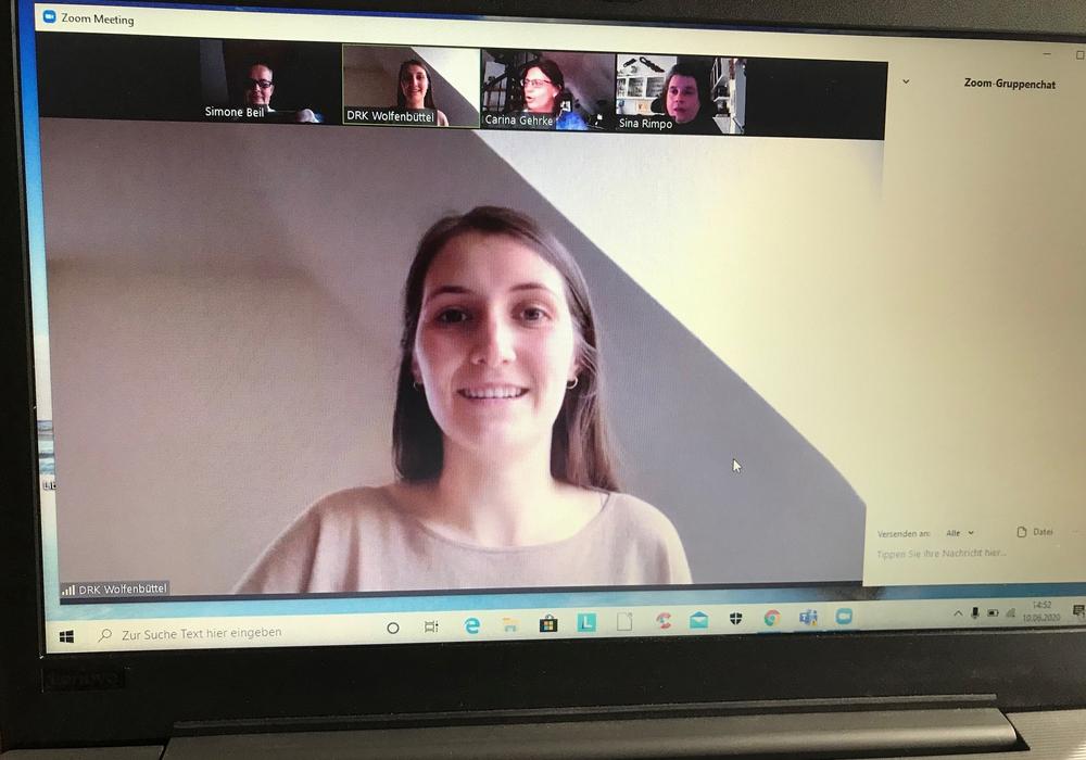 Anna-Lena Lohse, jüngste Mitarbeiterin im Beraterteam des DRK, sorgt für einen reibungslosen Ablauf der Webinare.