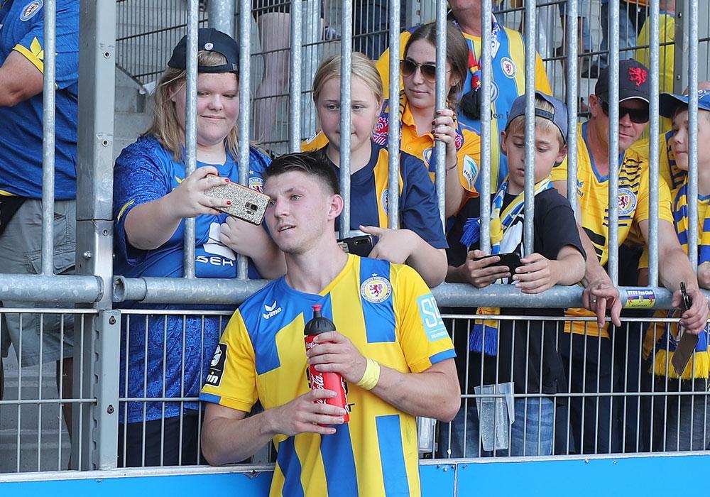 Die Eintracht-Fans bekommen vermutlich nicht nur wegen Corona keine Gelegenheit mehr für Selfies mit Robin Becker.