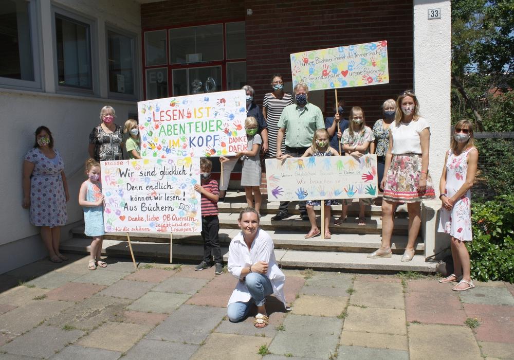 """""""Protest"""" vor der Ortsbücherei Querum."""