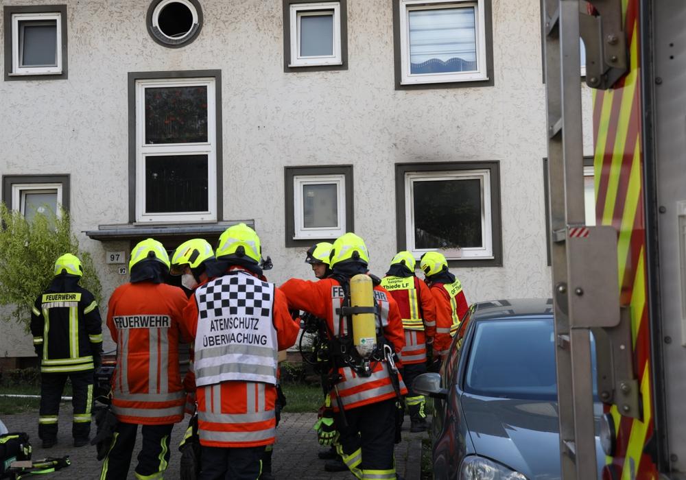 Die Feuerwehr im Einsatz vor Ort.