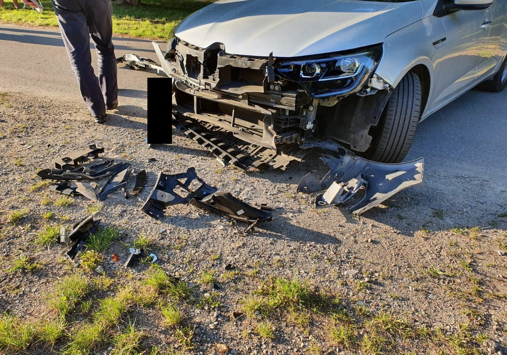 Auch das Auto wurde bei dem Unfall beschädigt.