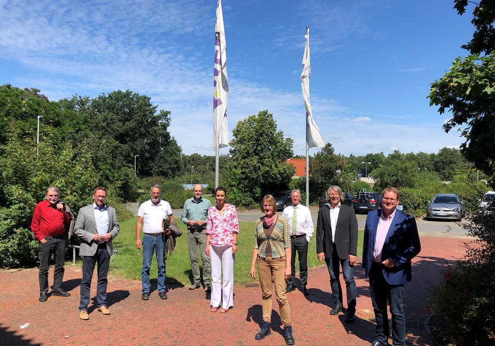 Foto von rechts: Marcus Bosse, Hans-Georg Bachmann, Dr. Gerhard Meier, Christiane Böse, Michaela Seeger, Ernst-Dieter Meinecke, Axel Brammer, Volker Senftleben und Gerd Hujahn.