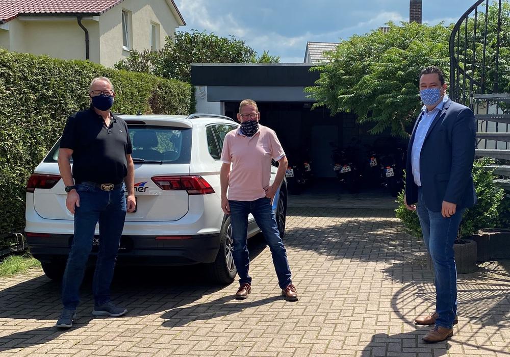 Von links: Uwe Boll (Bildungszentrum u. Fahrschule Greiner), Uwe Radke (Fahrschule Radke) und Tobias Heilmann (SPD-Landtagsabgeordneter).