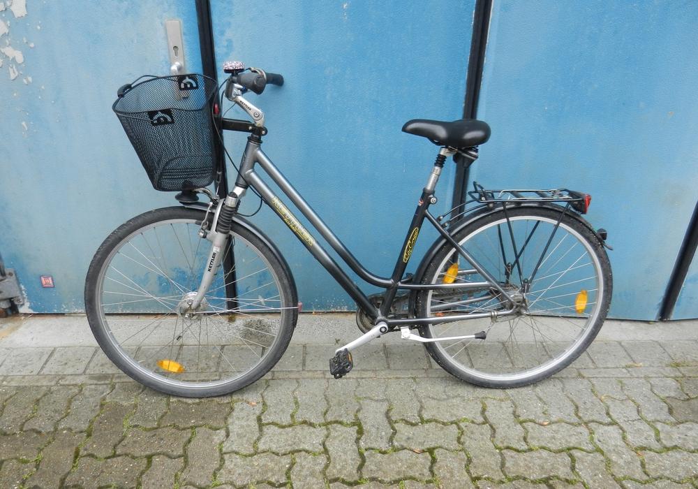 Wem gehört dieses Damenrad?