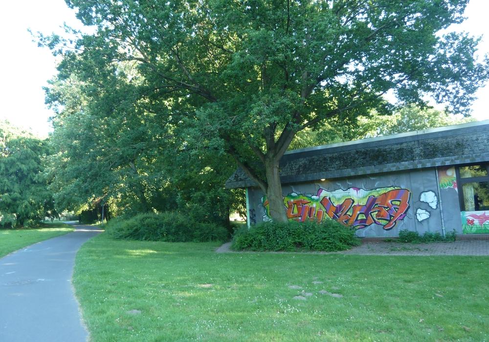 Das schöne Außengelände rund um die Jugendkulturwerkstatt Forellenhof lädt zu verschiedenen Aktivitäten ein.