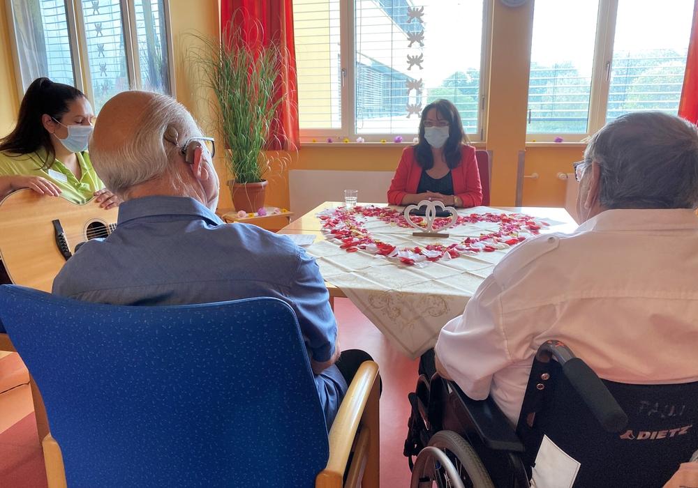 Die Hochzeitszeremonie auf der Palliativstation der Helios Klinik Helmstedt.