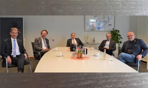 Kreisverwaltungsdirektor Dr. Burkhard Nolte, Erster Kreisrat Wolfgang Herzog, Landrat Gerhard Radeck, Verbandsdirektor Ralf Sygusch und Leitender Baudirektor Reinhard Siegert (v.li).