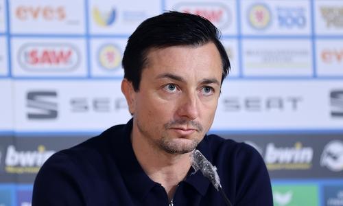 Erster Presseauftritt für die Eintracht: der neue Trainer Daniel Meyer