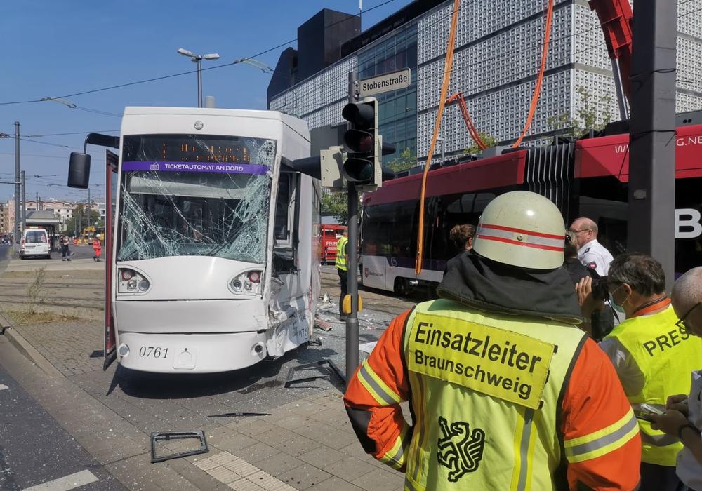 Der Verkehrsunfalldienst betont, dass man froh sei, dass der Unfall nicht noch schwerwiegendere Folgen nach sich zog.
