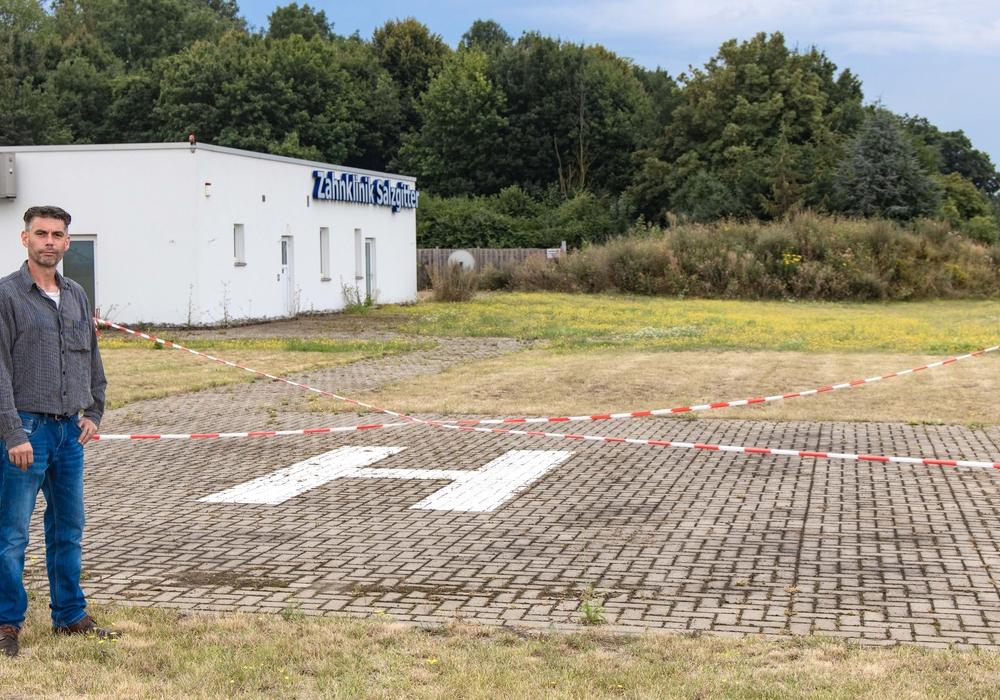 Handelt es sich um einen Flugplatz oder um einen Grillplatz mit einem H darauf? Um diese Frage streiten sich Geländeinhaber Sascha Krause und die Stadt Salzgitter.