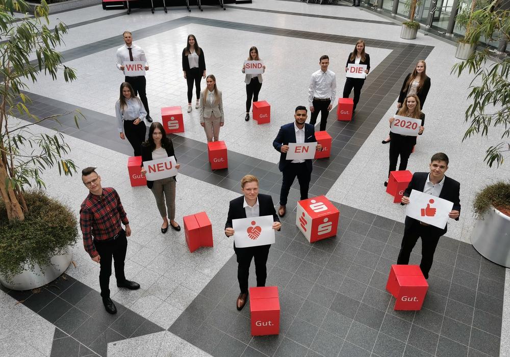 Die neuen Auszubildenden der Sparkasse Hildesheim Goslar Peine. Die Jahresazubis fehlen auf diesem Gruppenfoto - coronabedingt.