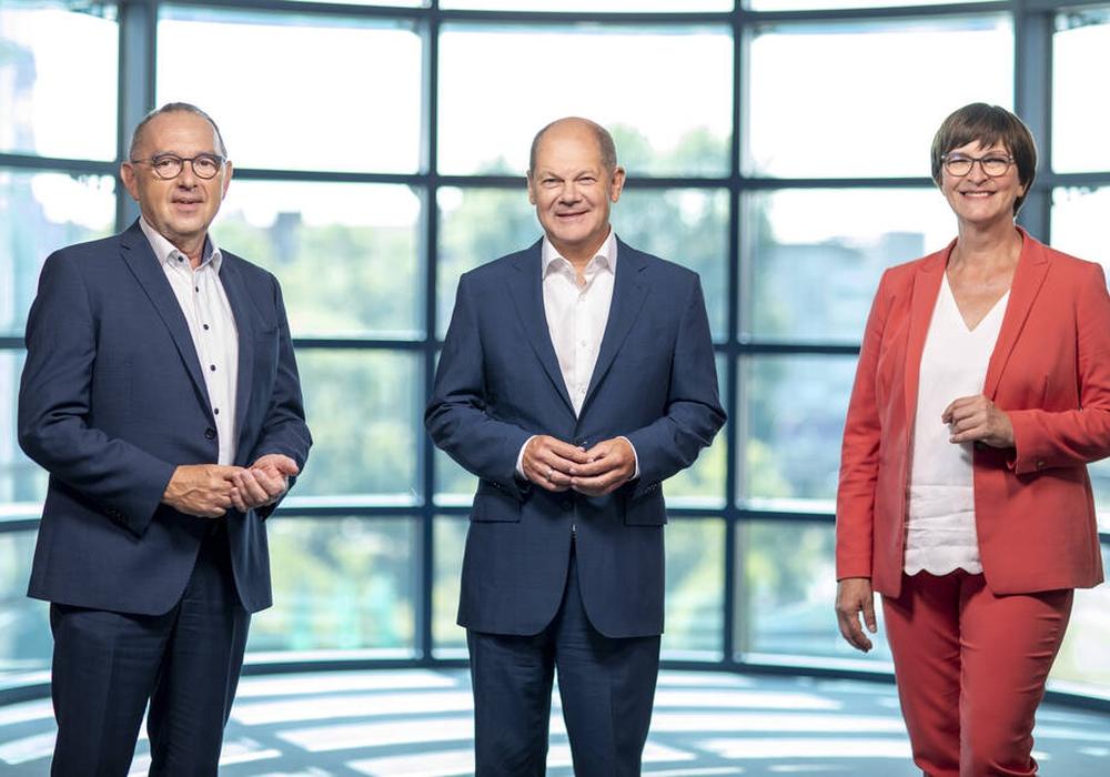 Die Wahl ist auf Olaf Scholz gefallen, hier flankiert von Parteivorsitzenden Norbert Walter-Borjans und Saskia Esken.
