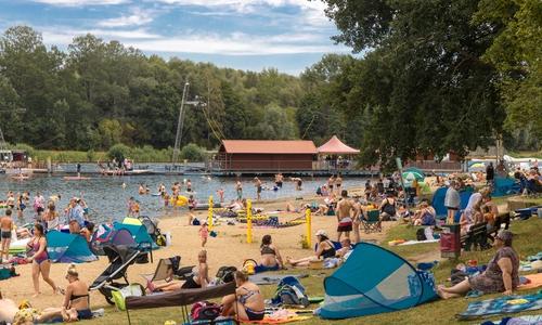 Hunderte stürzten sich am vergangenen Wochenende bei bestem Wetter ins kühle Nass. Die Badeaufsicht der DLRG fehlte jedoch.