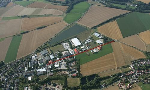 Das Seesener Gewerbegebiet von oben: Die Sanierungsarbeiten finden in dem rot markierten Abschnitt statt.